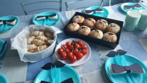 impreza-stol-poczestunek-jedzenie